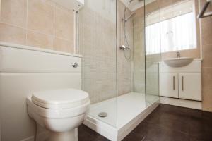 A bathroom at Roedean Crescent