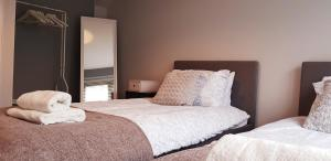A bed or beds in a room at Brand New Chic & Luxury Flat near NEC/Airport/Resorts World/Business Park