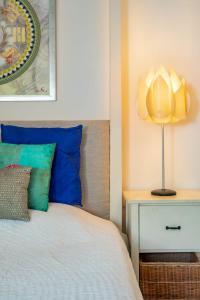 A bed or beds in a room at Jacaranda Villa