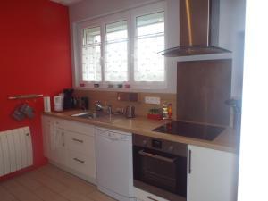 Kuchnia lub aneks kuchenny w obiekcie Ker Annick