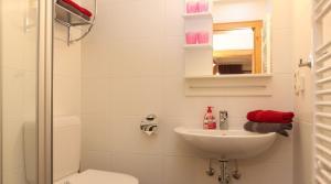 Ein Badezimmer in der Unterkunft Lärchenwald Appartements