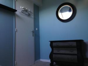 A bathroom at Appartement Camélia Bayeux centre-ville