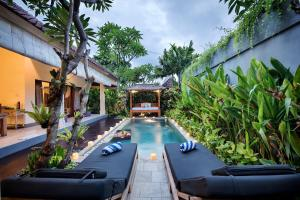 The swimming pool at or near Saudara Villas