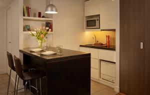 Kuchyň nebo kuchyňský kout v ubytování Citadines Trafalgar Square