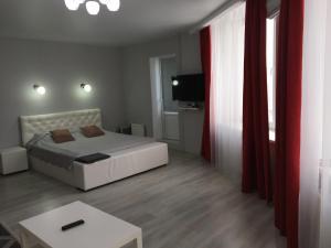 Кровать или кровати в номере Apartments on Kalinina