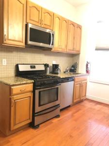 A kitchen or kitchenette at 1216 Suites 2B