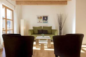 A seating area at Apartments Zugspitzpanorama