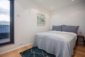 A bed or beds in a room at Planet Apartments