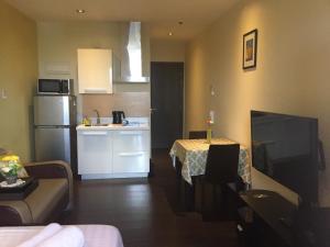 Una cocina o zona de cocina en Ya keyes @ Knightsbridge Residences