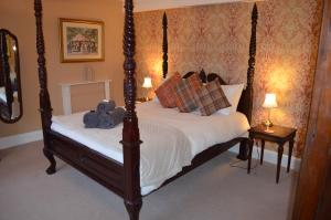 A bed or beds in a room at Granby House
