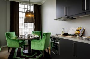 A kitchen or kitchenette at Frogner House Apartments - Skovveien 8