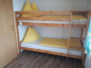 A bunk bed or bunk beds in a room at Ferienwohnung Sabine