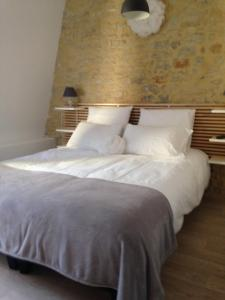 A bed or beds in a room at Appartement Camélia Bayeux centre-ville