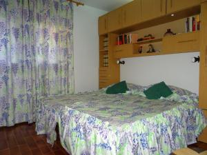 A bed or beds in a room at Anforas Mar Apart Creixell