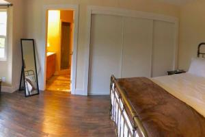A bed or beds in a room at Alpaca Suite at Rellik House. Winery & Alpaca Farm