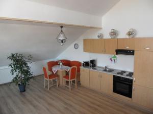 A kitchen or kitchenette at Ferienwohnung Engelhardt