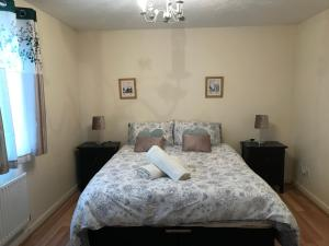 A bed or beds in a room at StayNorwich 69G - Hush View House