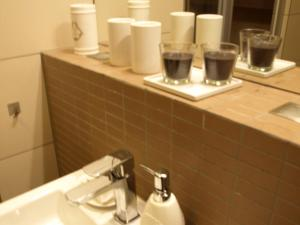 Coffee and tea-making facilities at Apartament przy parku