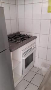 Dapur atau dapur kecil di Monjitas Apartments