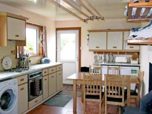 A kitchen or kitchenette at Transvaal House