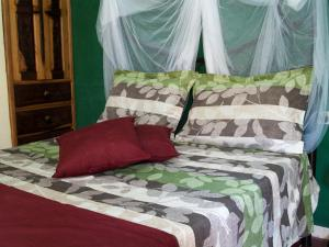A bed or beds in a room at Apart-Hotel Amigos de Cubanito