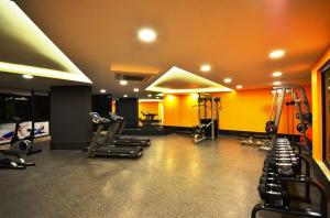 The fitness center and/or fitness facilities at Апартаменты у моря в Аланье, Махмутлар