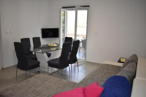 A seating area at Apartments Patrik