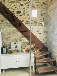 A kitchen or kitchenette at HOMEnFUN Horta