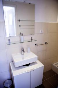 A bathroom at Deluxe Apartment -NEW ENGLAND-