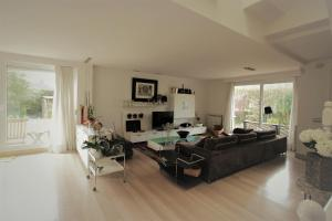 Zona de estar de Bonita villa con piscina privada