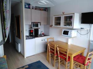 Cuisine ou kitchenette dans l'établissement Les Brettaz