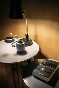 A kitchen or kitchenette at Urbn Dreams (Bänschstraße)