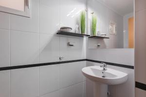 A bathroom at La casa de los espejos