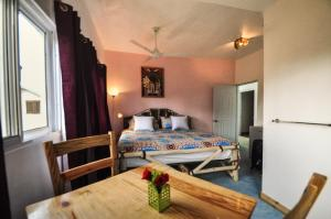 A bed or beds in a room at B&B Aparthotel La Isleta