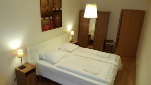 Tempat tidur dalam kamar di Apartment Smichov