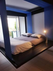 A bed or beds in a room at CERGY-bel appartement 35m²/5mn RER A/ 30mn de Paris
