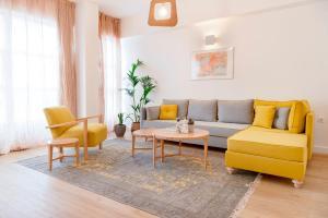 A seating area at Maryflower Premium Apartments Piraeus