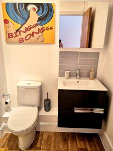 A bathroom at Reading West Apartments
