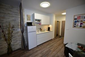 Kuchyňa alebo kuchynka v ubytovaní Deniz Apartment
