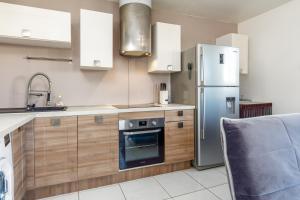 Cuisine ou kitchenette dans l'établissement Passage des Écoles Apartment