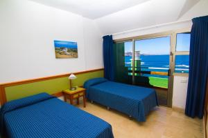 A bed or beds in a room at Brisamar Canteras