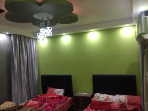 A bed or beds in a room at Yaro Apartment