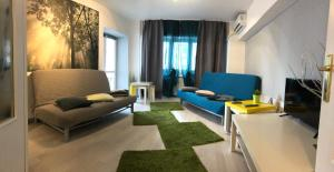A seating area at Green Apartment