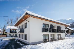 Apartmenthaus Strasswirt De Luxe during the winter