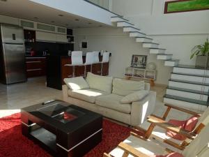A seating area at Espectacular Loft con Piscina