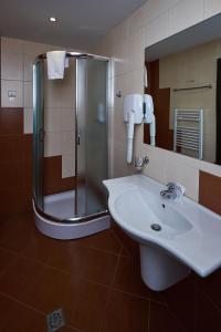 A bathroom at Sunrise Park Complex