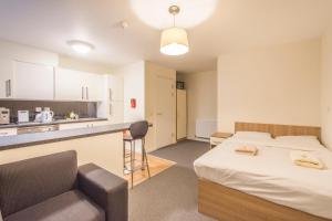 A kitchen or kitchenette at Studio Apartments - Southwark - SK