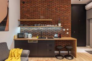 A kitchen or kitchenette at Centre Apartments-Old Town