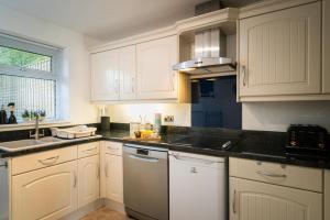 Küche/Küchenzeile in der Unterkunft Eldertree Garden Holiday Home