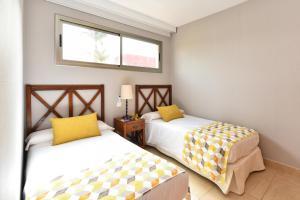 A bed or beds in a room at Salobre Villa with Pool Par 4 nr 9